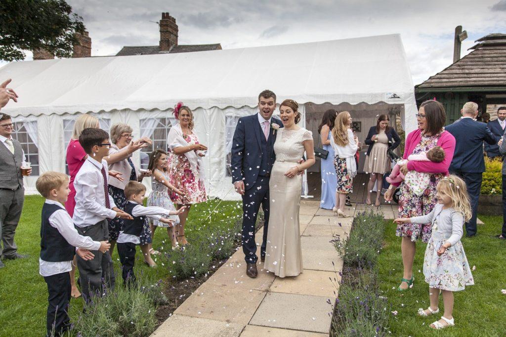wedding-1070209_1280